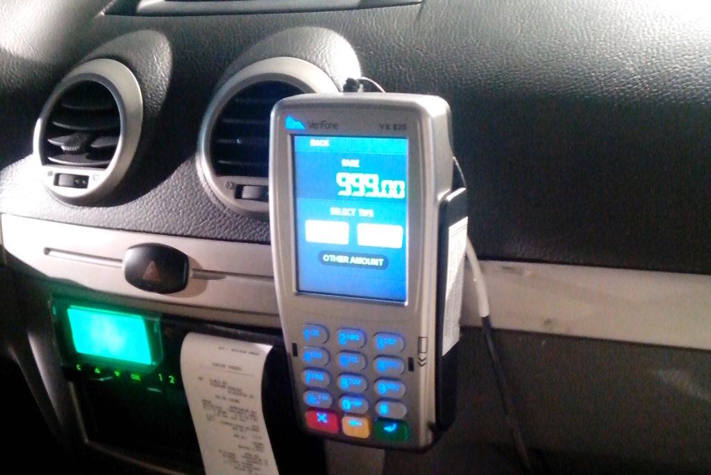Достоинства оплаты пластиковой картой услуг такси