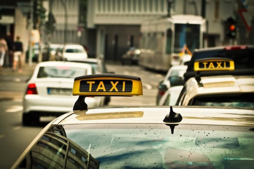 Разработка брендинга и фирменного стиля службы такси
